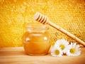睡前吃蜂蜜有什么好处 睡前吃蜂蜜有什么功效