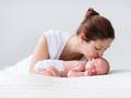 抱宝宝姿势大盘点 宝宝竖着抱有技巧不可过早