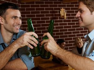 喝酒喝出肠胃炎 警惕