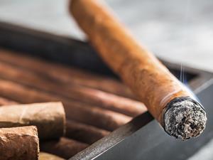 女性抽烟,抽烟危害,妇科病,尼古丁,卵巢早衰