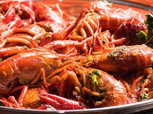 吃小龙虾竟致肾功能损伤