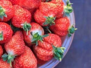 草莓要怎样洗才干净?正确洗草莓吃得更安全!
