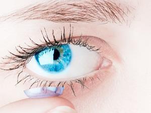 """隐形眼镜真的会碎在眼睛里吗?怎么做到又美又不""""瞎""""?"""