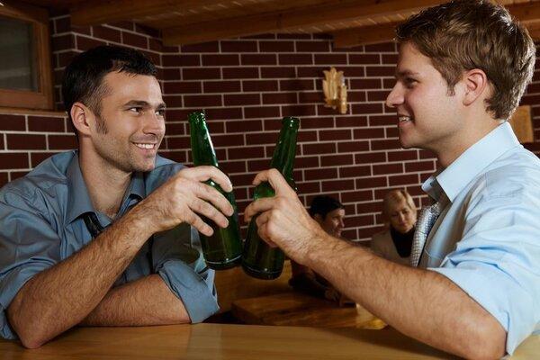 应酬躲不过,怎样喝酒才不会伤身?医生这样说