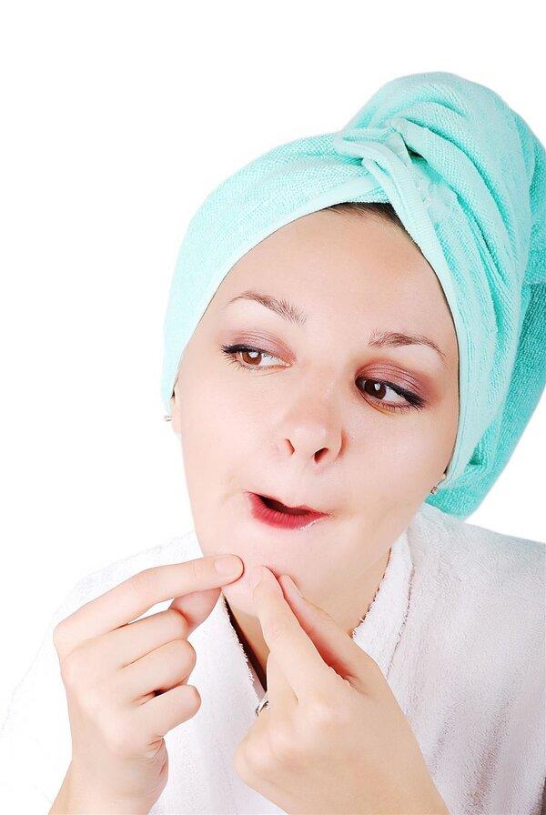 挤个痘痘险丧命 皮肤科专家教你最正确的除痘步骤