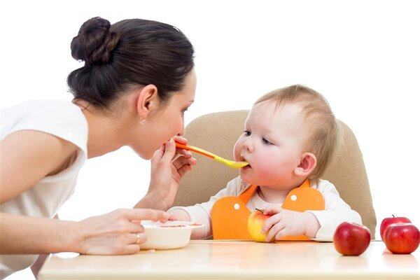 宝宝几个月可以吃辅食?