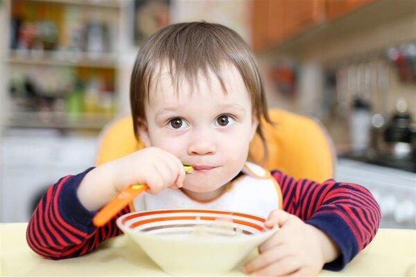 宝宝小便发黄是怎么回事?哪些原因会导致小便发黄?