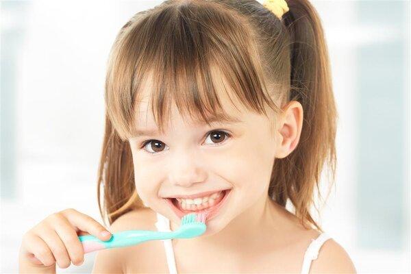 """说说宝宝刷牙这件""""小事儿"""""""