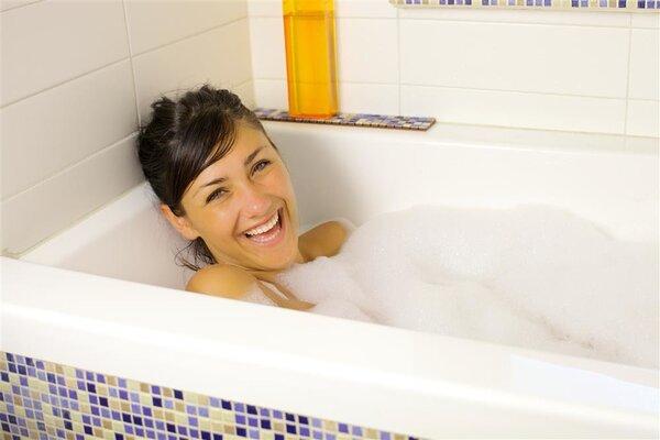 顺产多久可以洗澡?顺产后有哪些注意事项?