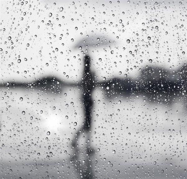 刮风下雨会加速新冠病毒传播?