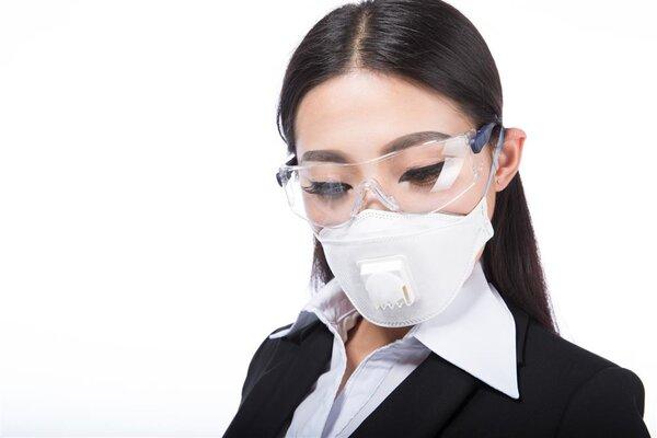 预防新冠病毒,带气阀的口罩到底能不能戴?感染科医生:这一类人不要戴