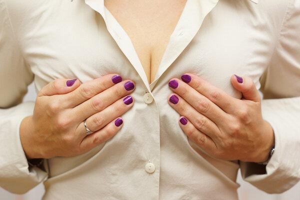 女人胸部疼痛是得了什么病吗?