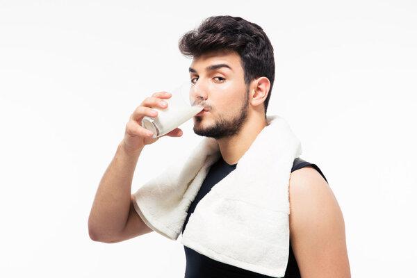 喝牛奶竟和患前列腺癌有关!这牛奶到底能不能喝了?