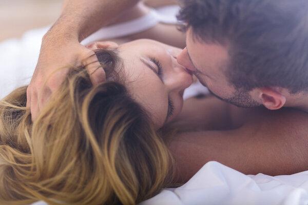 女孩接吻时会有什么生理反应?