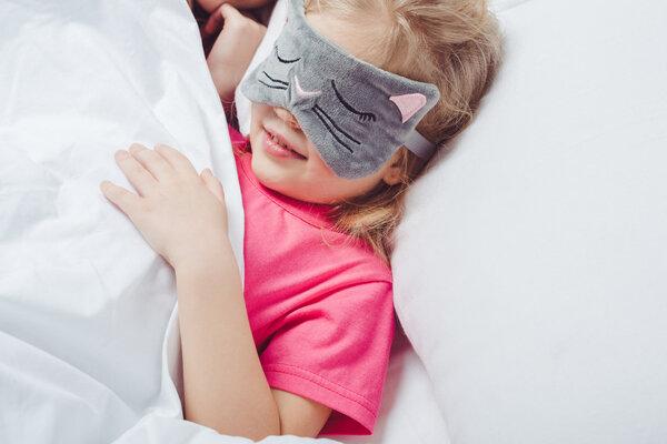 开灯睡觉会导致孩子性早熟?