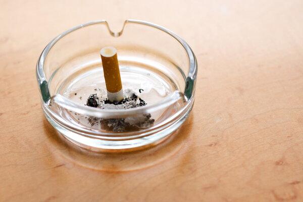 卒中后不戒烟增加死亡风险,42%的患者居然继续吸了9年......