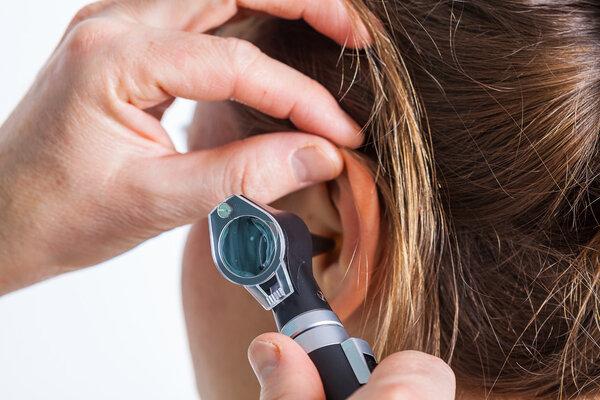 越来越多的年轻人患上突发性耳聋 济南耳鼻喉医院案例
