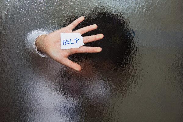 暴力让千万家庭成人间炼狱!家庭暴力下,她们为何选择留下?