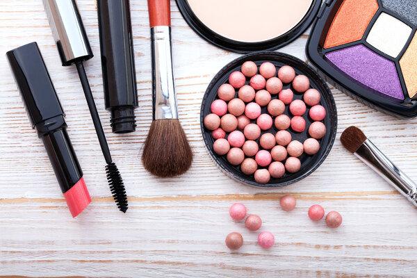 上亿元假化妆品被查!冒牌成本低到不敢相信,如何辨别化妆品的真假