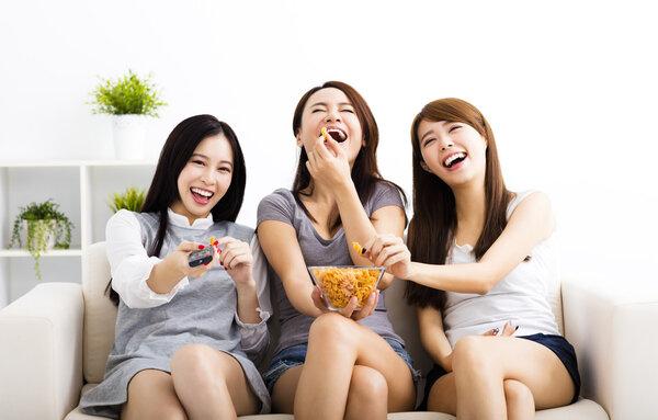 高三学生吃辣条提神致发烧!除了辣条,这些零食也要少吃