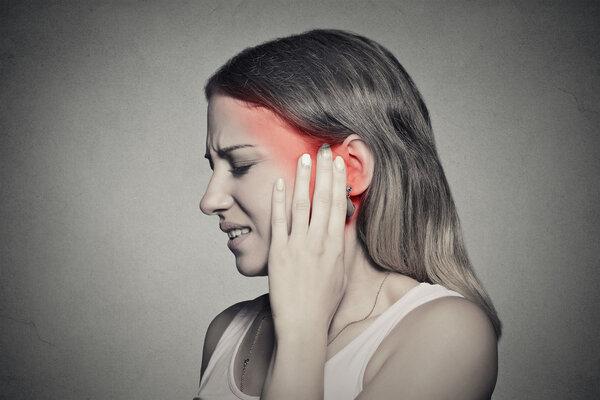 中耳炎已造成听力下降、头晕、耳鸣,却还有人不肯手术?皆因这三大误区