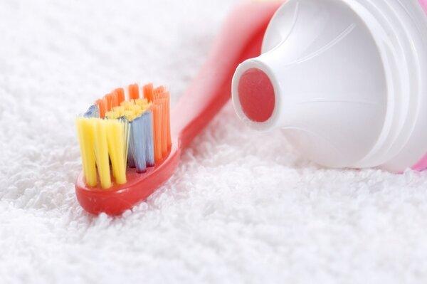 """刷刷牙就能杀灭幽门螺旋杆菌治疗胃病?  别交智商税了!""""杀幽""""牙膏并不靠谱"""