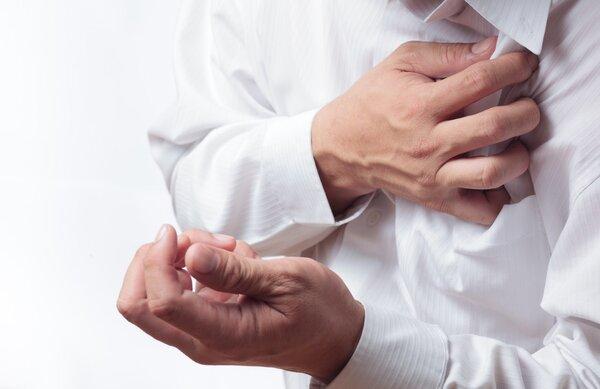 常抽烟的人要注意 慢性咽炎可能引起心脏病