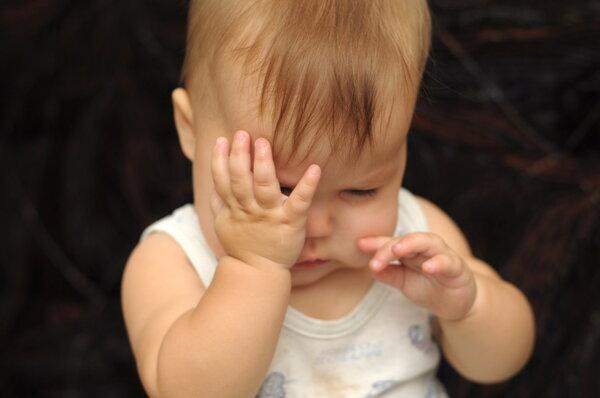 婴儿揉眼睛是因为眼睛不舒服吗