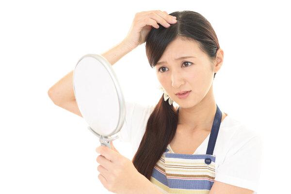 头发特别容易出油如何改善