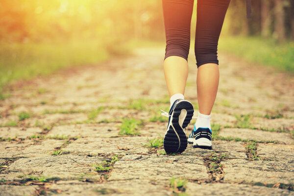 每天快走30分钟,减肥效果很好