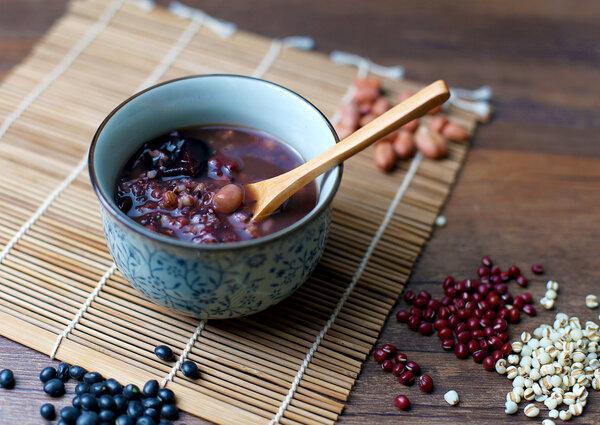 今日腊八,腊八粥怎样吃才营养又健康?3类人要慎吃