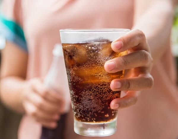 肥宅快樂水 越喝越傷身!