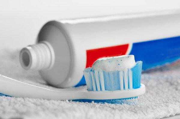 刷牙时挤多少牙膏合适?