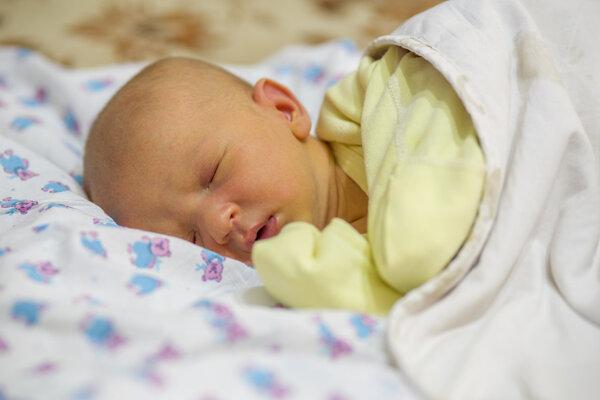 婴儿黄疸偏高怎么办?宝妈们,铭记三个要点_儿科