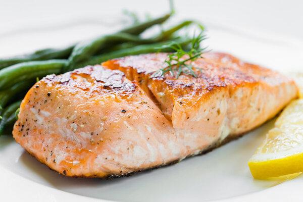 三文鱼除了生鱼片还能怎样吃?三文鱼怎样吃才最营养?