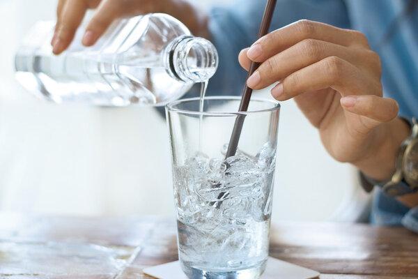 无论怎么喝水还是口渴