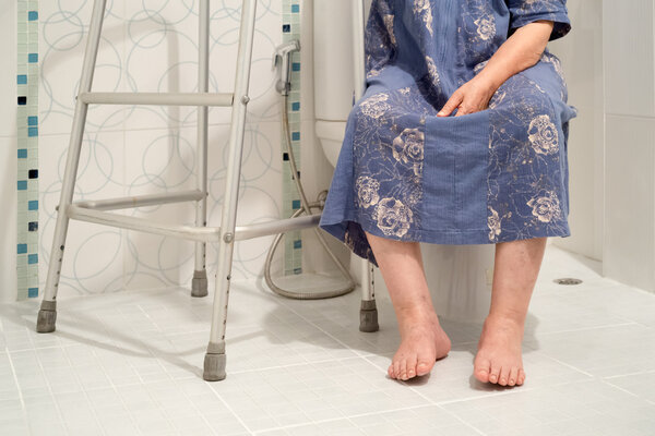 孕妇上厕所坐着好还是蹲着好?