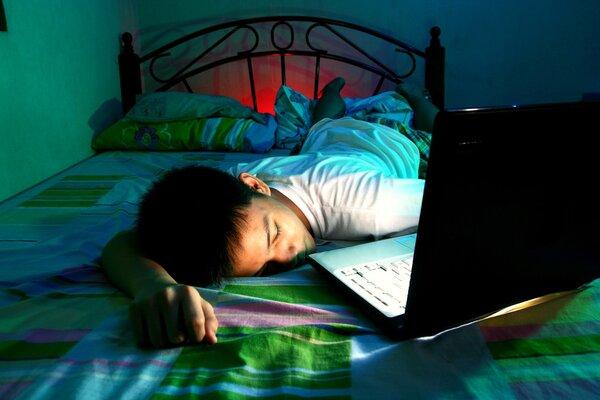 网游22点后不得为未成年人服务!青少年睡不好,影响认知且更易患心血管病