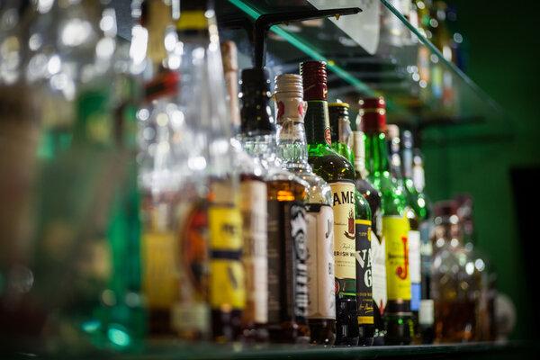 明年起,广东这一地方禁止向未成年人售酒,违者罚款3万元!
