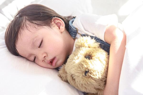 孩子睡觉磨牙是有蛔虫?也可能是这几个原因