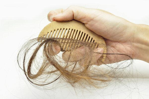 脱发的人小心!这种治疗脱发的方法,或可产生自杀倾向!