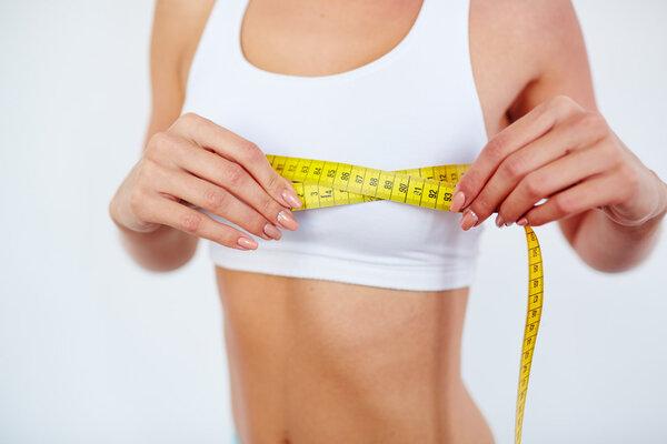 哪些原因会导致女性平胸?4个因素不可忽视