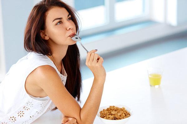 在通过锻炼减肥之前,你能吃什么来帮助消除脂肪?