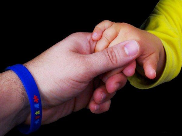 自闭症诊断标准多样 孩子话太多也可能是自闭症
