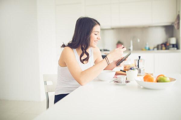当你忙的时候,你如何控制你的食欲