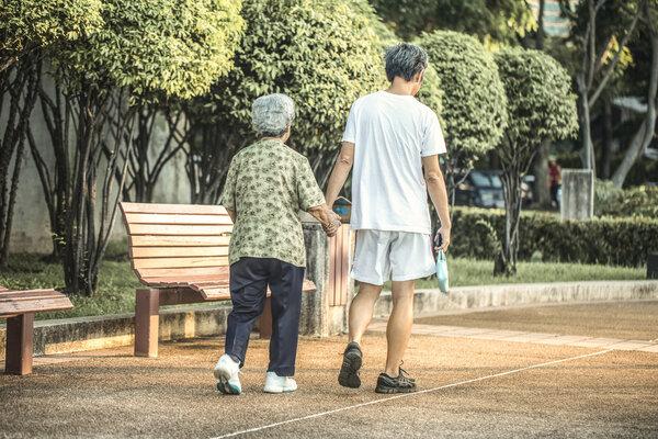 夫妻越长越像是为何?夫妻相有科学根据吗?