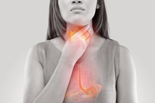 餐后反酸、烧心?四大症状出现,或是胃食管反流找上门!