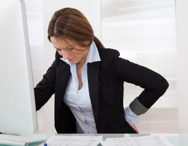 腰酸是咋回事?什么原因导致的?