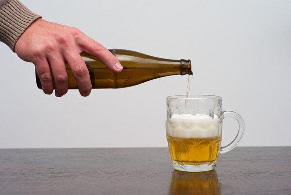 """男子滴酒未沾却被起诉""""酒驾"""",医生说他自己偷偷在酿酒......"""