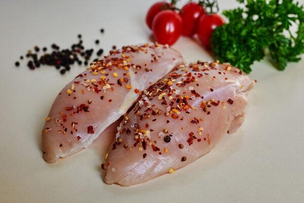 为什么这么多人选择以鸡胸肉作为减肥的饮食首选?有哪些是减肥的人适合食用的肉类为什么减肥首选鸡胸肉,这篇文章告诉你